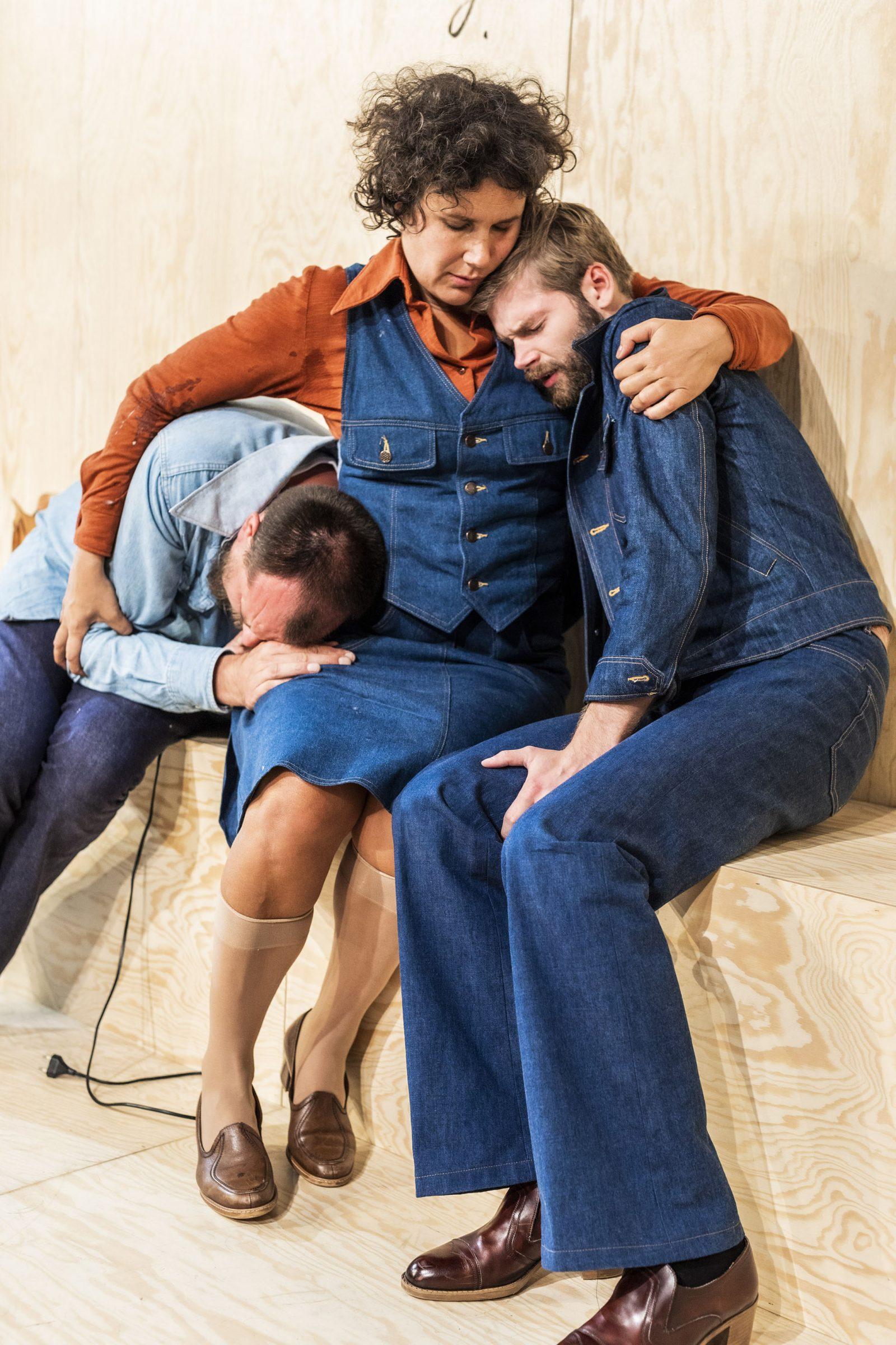 Män kan inte våldtas - Helsingin Kaupunginteatteri